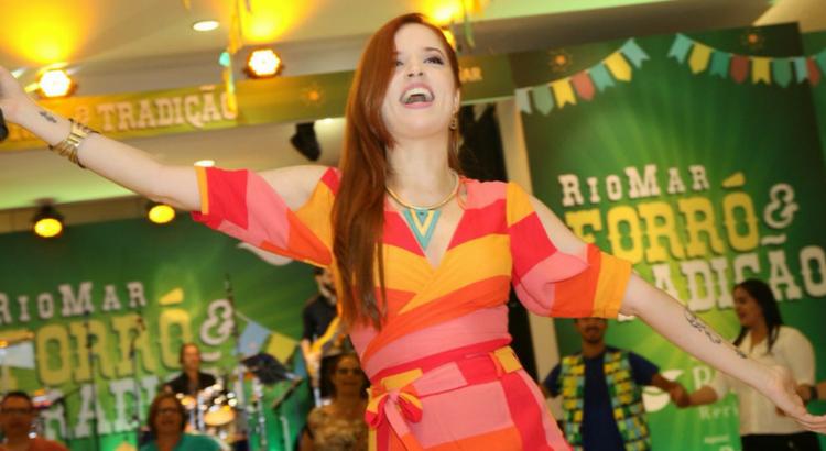 Flôr de Muçambê e Rodrigo Raposo empolgam público no RioMar Forró e Tradição