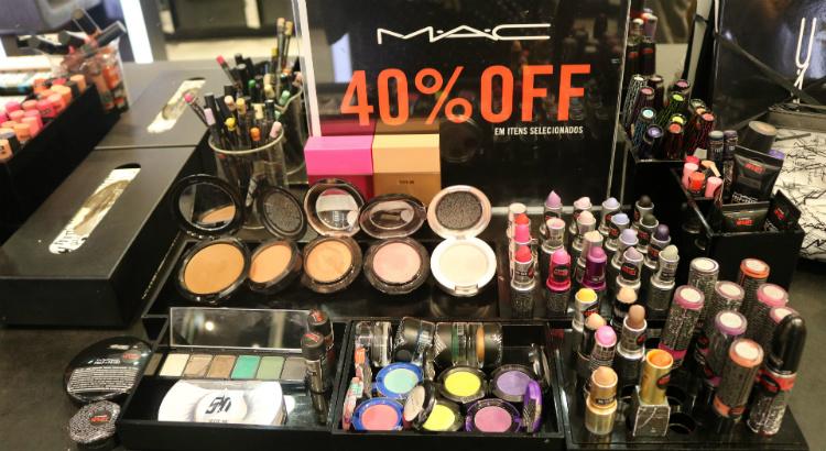 Produtos da MAC Cosmetics com 40% de desconto