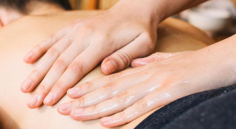 Massagem para os namorados é o presente para relaxar