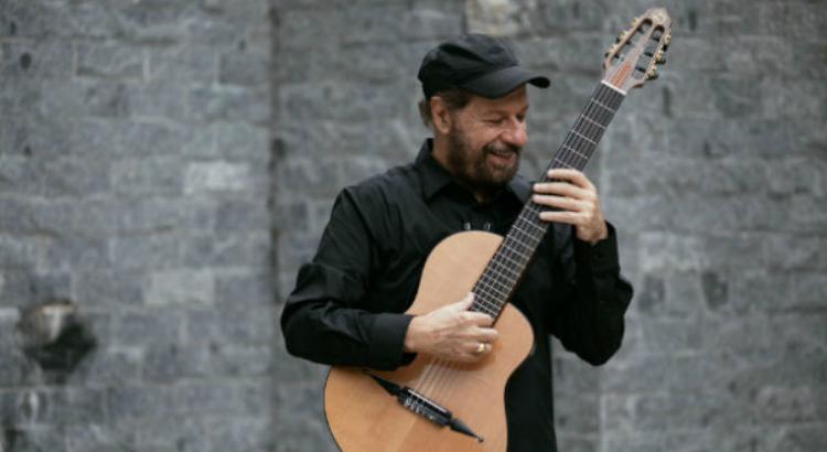 João Bosco volta aos palcos oito anos depois