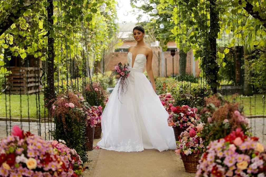 Branco e renda? Vestidos de noiva vão além do tradicional