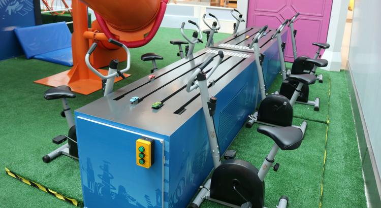 Corrida de carrinhos é o novo brinquedo da Aventuras Hot Wheels e Barbie