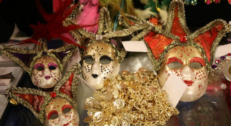 Adereços a partir de R$ 10 na Feira de Carnaval