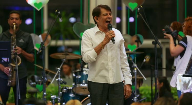 Feriado do dia 6 de março com show de Adilson Ramos no RioMar