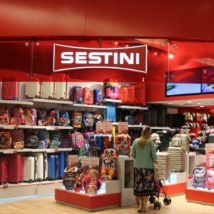 Sestini chega ao RioMar com várias opções de mochilas escolares
