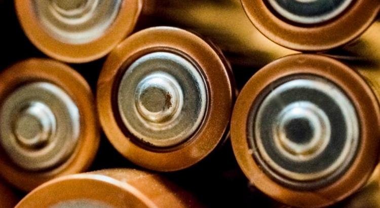 Saiba onde descartar corretamente pilhas e cartões no RioMar