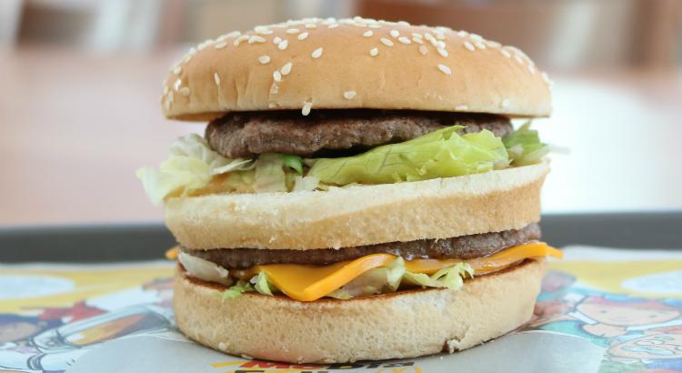 O queridinho Big Mac completa 50 anos e, dia de quarta, tem promoção