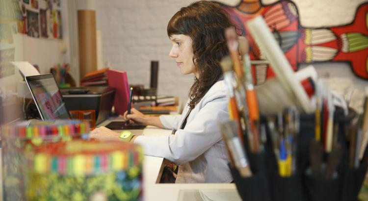 Joana Lira, Entre Elas: os traços de uma artista livre
