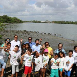 Plantio de mudas estimula a coletividade em celebração ao Dia do Rio