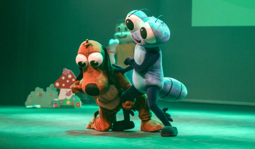 Bob Zoom abre mês das crianças no RioMar com espetáculo lúdico