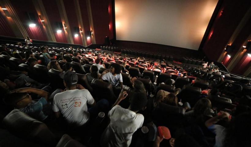 Cinema Solidário promove emoção a mais de 400 crianças