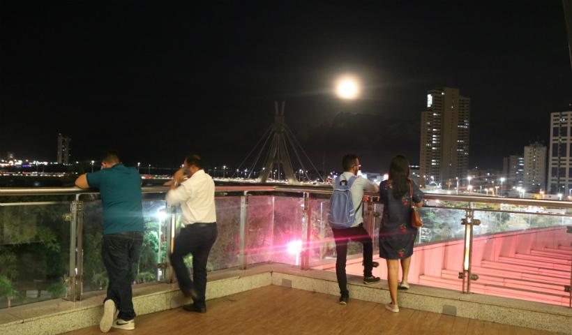 Dia de lua: apenas pare e aprecie