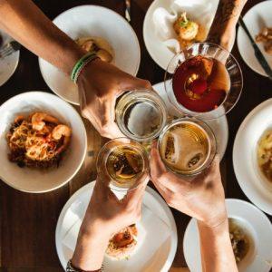 Vai confraternizar? No RioMar, os restaurantes dispõem de várias opções