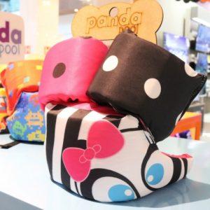 Panda Pool traz boias e roupinhas coloridas para os pequenos