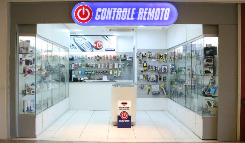 Mix de controles, acessórios e eletrônicos na Controle Remoto