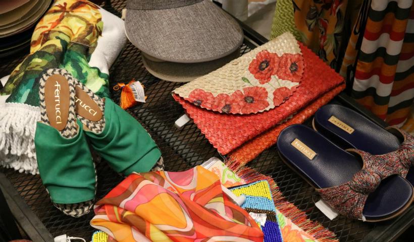 Acessórios variados, coloridos e modernos para arrasar no verão