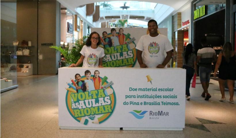 Doação de material escolar no RioMar