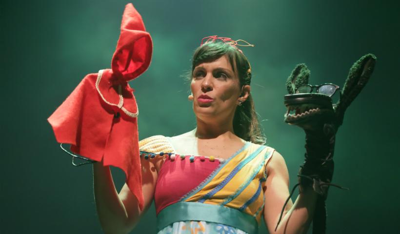 Carol Levy arranca risadas e ensina lições em show no Teatro RioMar