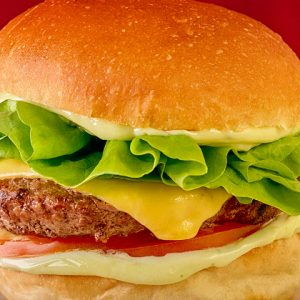Nas férias, estudante paga metade do valor do sanduíche The Fifties