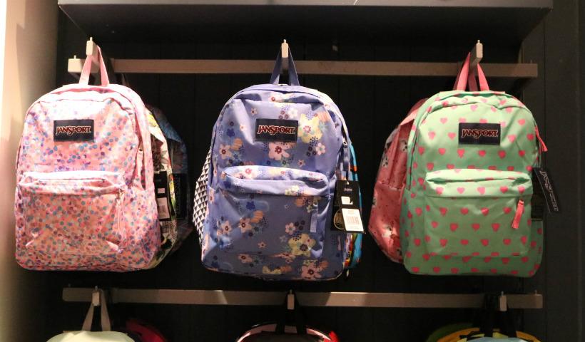 8ecf417d2 Coleção Kippling Dogs e Peacock Print especial para volta às aulas com  mochilas escolares a partir de R$ 549. Os clientes também encontram a linha  nova da ...