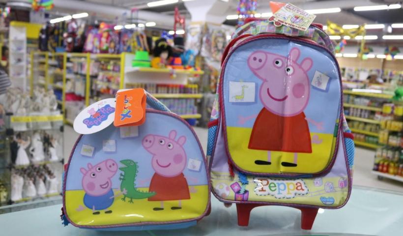 Mochilas da Peppa Pig fazem sucesso entre a criançada
