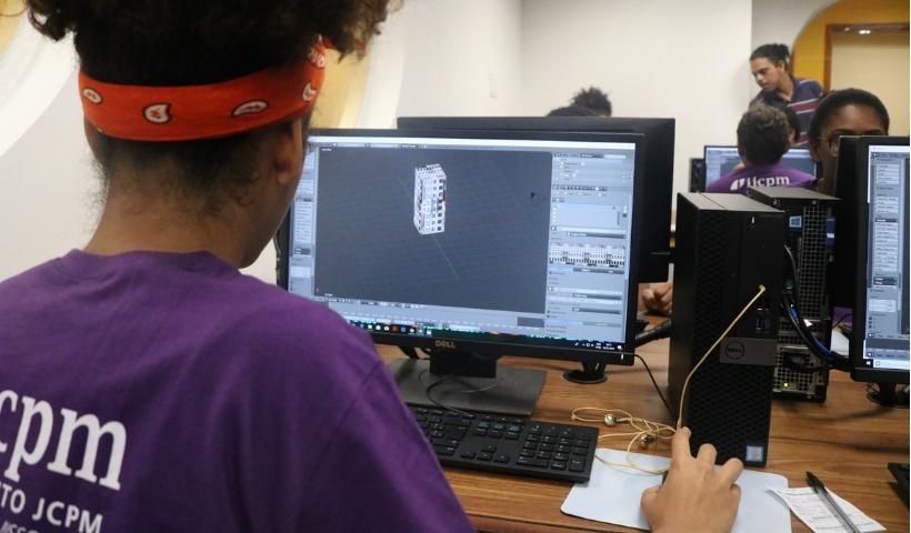 Oficinas do IJCPM oferecem tecnologia de ponta a jovens estudantes