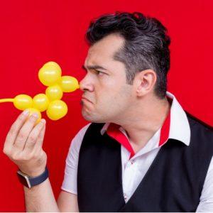 Mágico Rodrigo Lima traz alegria para os pequenos neste sábado