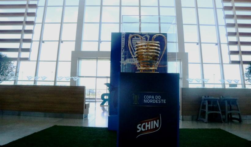 Copa do Nordeste: fãs podem tirar fotos ao lado da taça