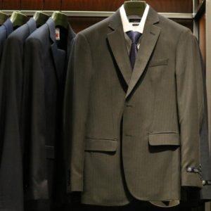 Ternos elegantes e em promoção nas lojas do RioMar