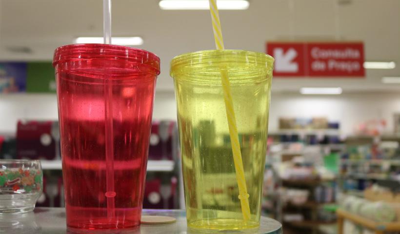 Leve seu próprio copo para brincar os dias de Carnaval