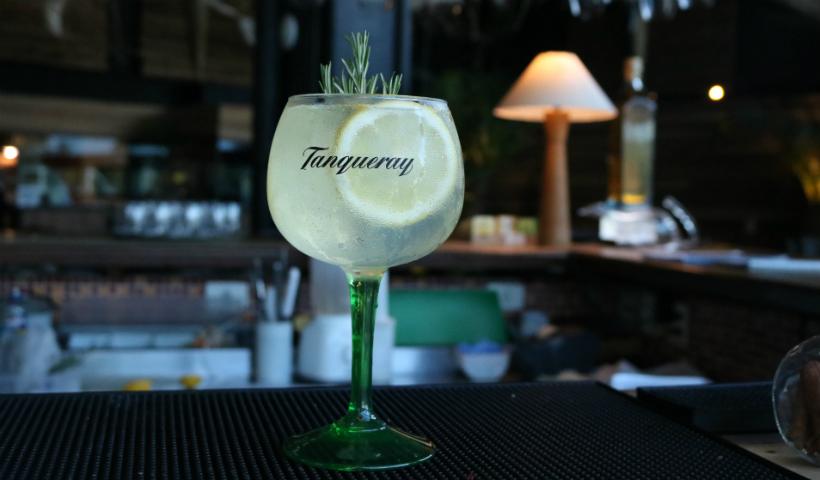 Para dar uma refrescada, que tal um drink de gin?