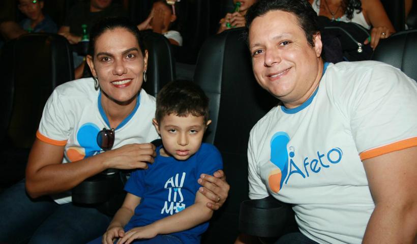 Crianças autistas e suas famílias curtiram estreia da Sessão Azul