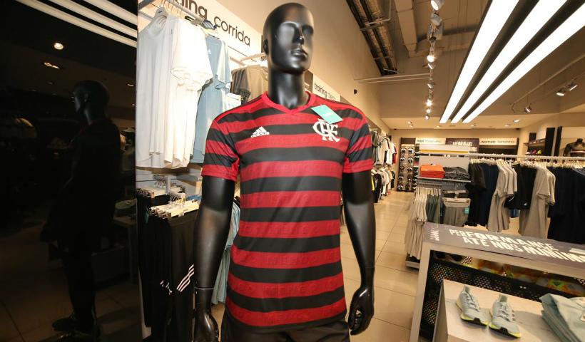 A nova camisa do Flamengo é destaque na Adidas