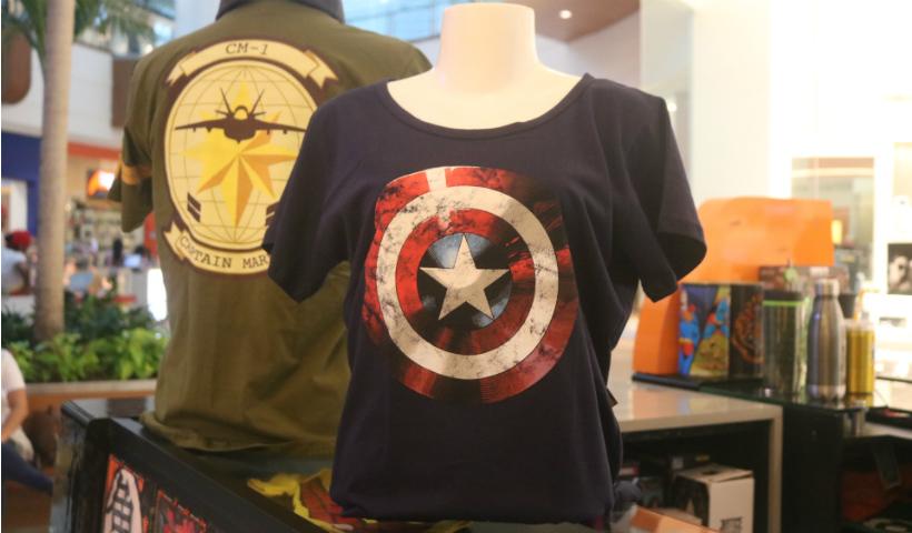 Estampe na camisa seu herói favorito de Vingadores
