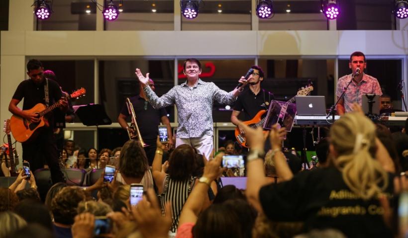 Dia do Consumidor com show de Adilson Ramos no RioMar