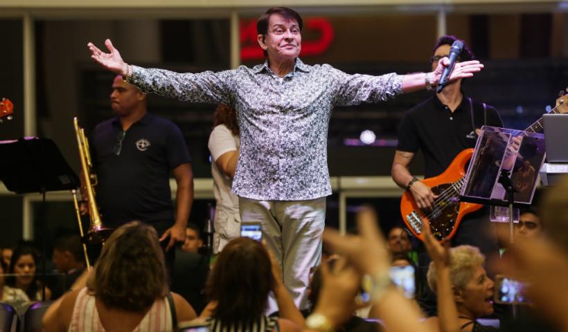 Adilson Ramos faz show neste sábado no RioMar Recife