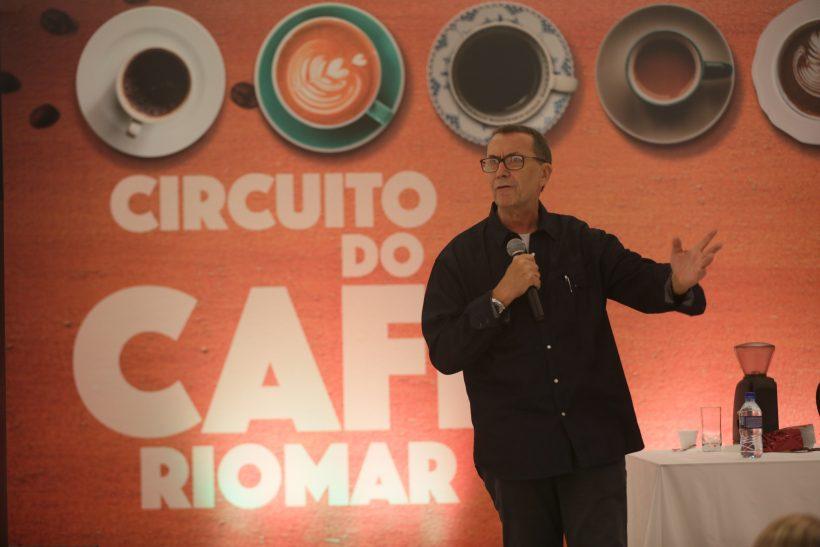 Romoaldo de Souza fala sobre cafés especiais e carrega filtro na carteira