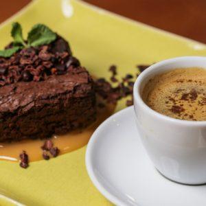 No EQ Cozinha Equilibrada, café especial com chocolate