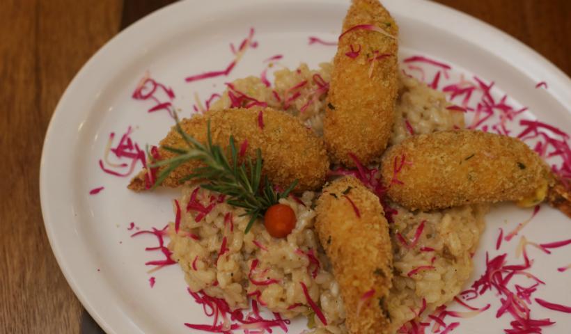 Vídeos: receita de Risoto de queijo do reino com camarões empanados