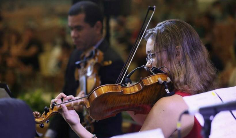 Orquestra Matéria Prima faz show emocionante neste Dia das Mães