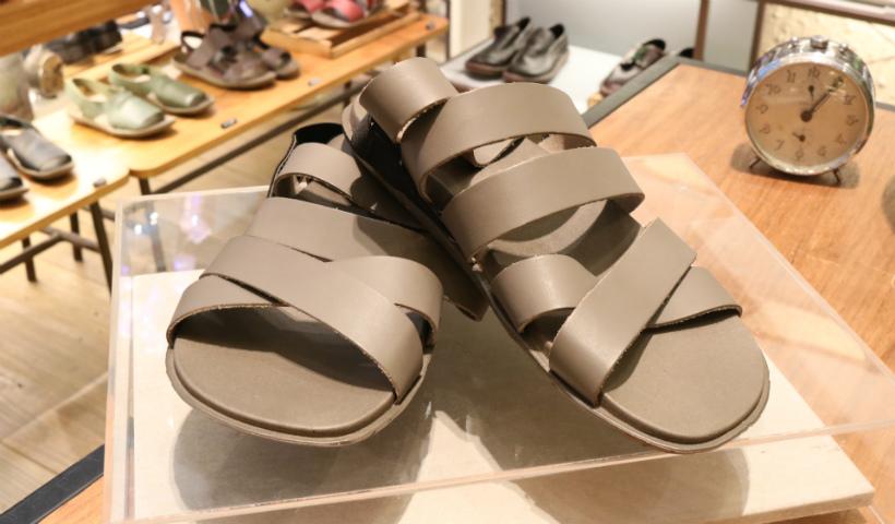 No clima junino, sandálias de couro conquistam o público