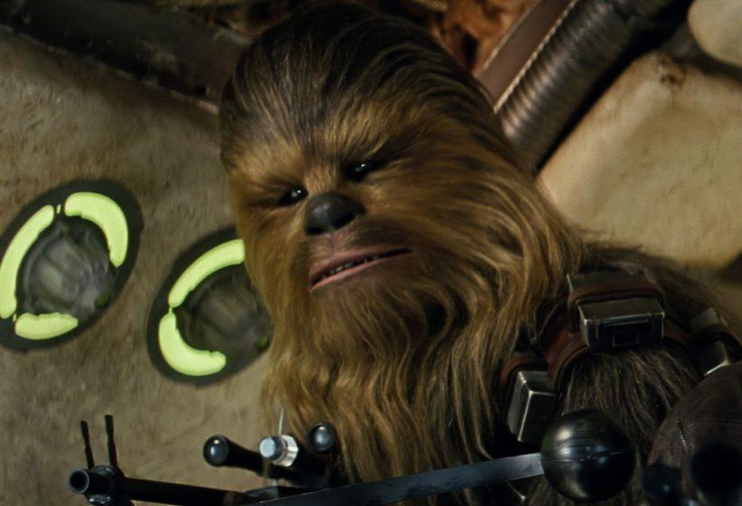 Homenageando Peter Mayhew: relembre os melhores momentos de Chewbacca em Star Wars