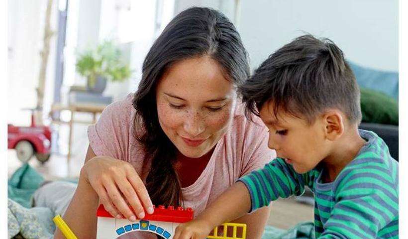 """Loja Lego promove campanha """"Conectando mães e filhos"""""""