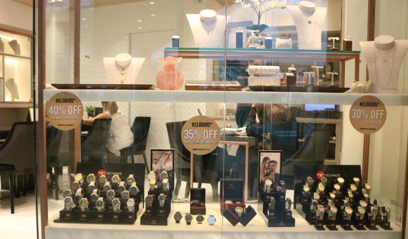 Relógios trazem sofisticação às mães na joalheria Isadora Lavor