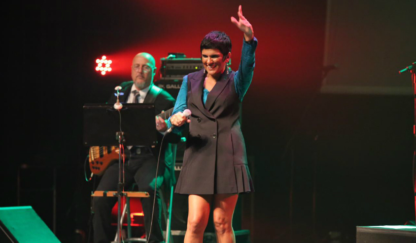 Sheyla Costa encanta o público nas Segundas Culturais RioMar