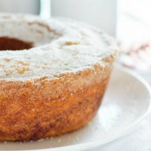 Foco na dieta: receita de bolo de mandioca sem glúten e sem açúcar