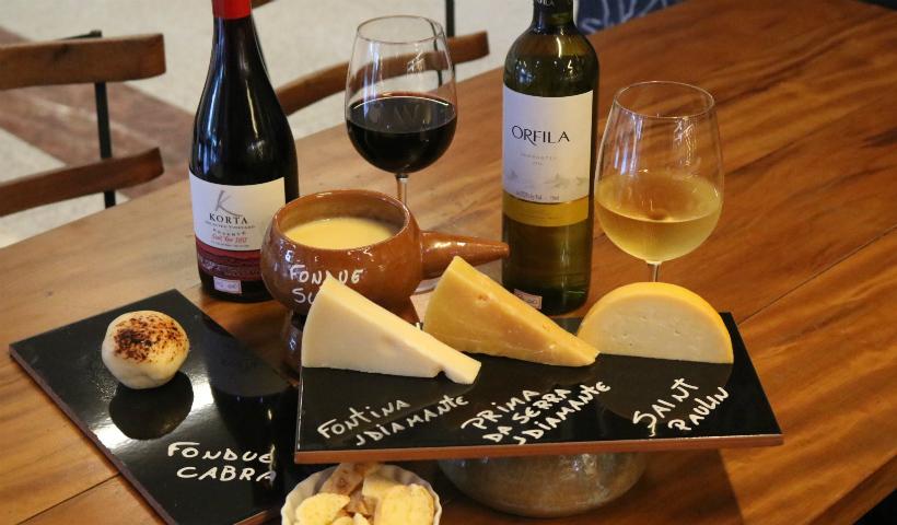 Para curtir o friozinho: harmonizações de queijos e vinhos