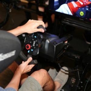 Arena Virtual Experience: Racing X te leva para as pistas de corrida
