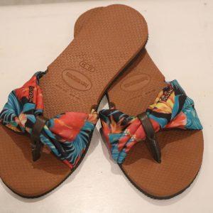 Havaianas com sandálias no estilo junino