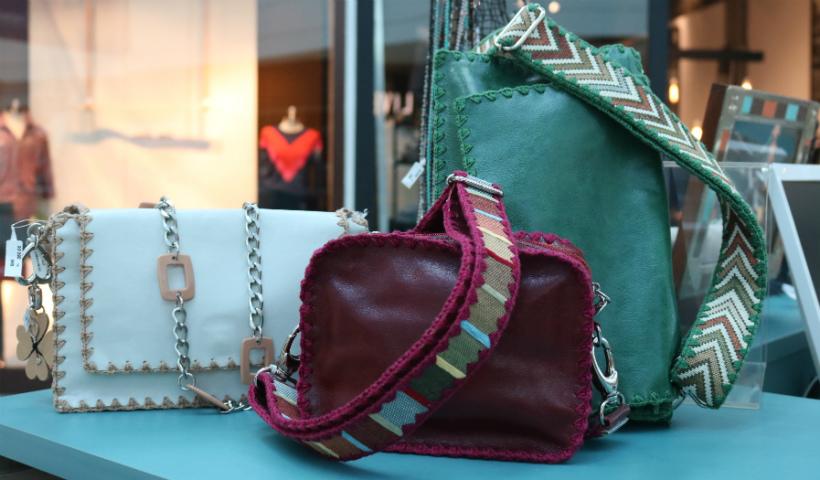Bolsas e alças diferenciadas chamam atenção no quiosque Just Soul